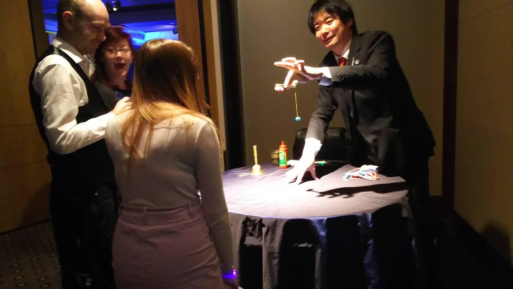 マジシャン 池田太郎 テーブルマジック写真
